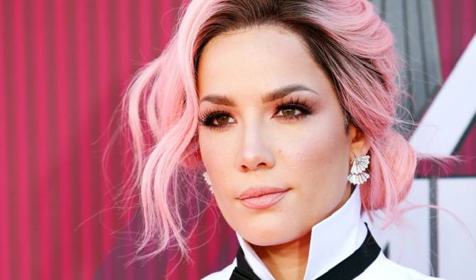 Halsey Accuses Grammy Officials Of Taking 'Bribes' For Nominations